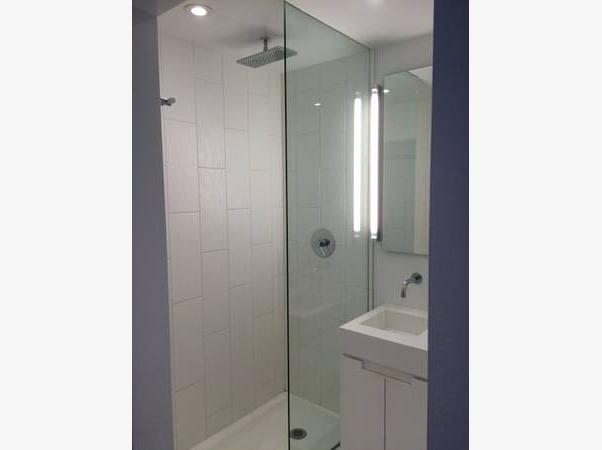 25 Oxley St Bathroom
